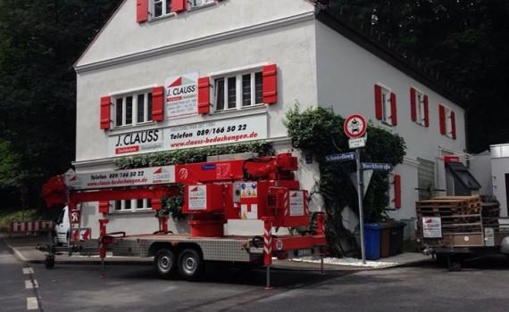 Clauss Bedachungen Dachdecker München Kran